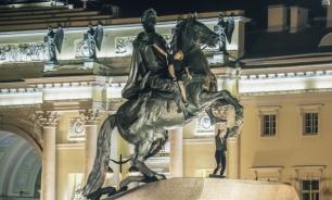 Петербургских вандалов задержали за приготовление шашлыка на Медном всаднике