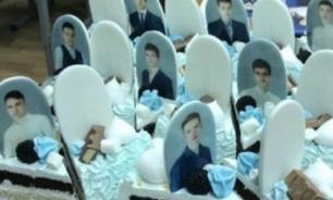В Красноярске родители подарили выпускникам торт в виде надгробий