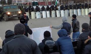 Десять силовиков пострадали при столкновении с митингующими в Ингушетии