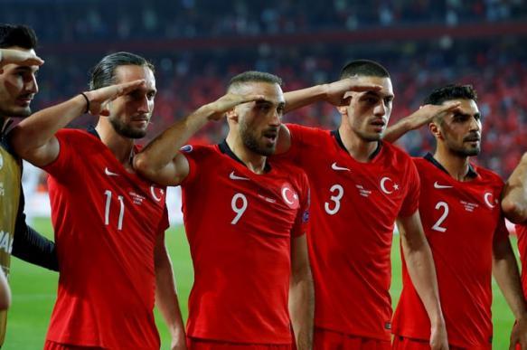 УЕФА изучит воинское приветствие сборной Турции - Спорт