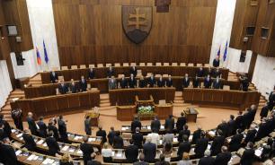 Парламент Словакии принял ошибочный законопроект, который запрещает исполнять гимн других стран