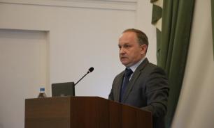 Глава Владивостока перепутал слова на церемонии награждения выпускников