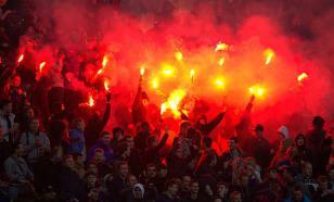 Хоккейные фанаты устроили массовую драку на матче Лиги чемпионов