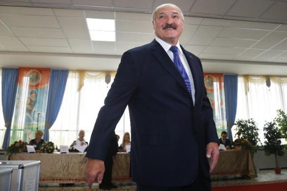 """Лукашенко призвал минских школьников одеваться """"без выпендрежа"""""""