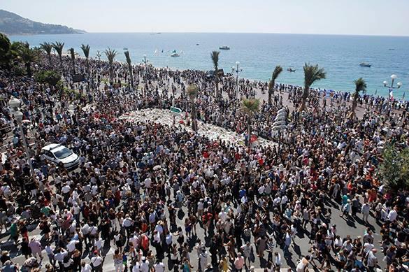 В Ницце прошел траурный митинг по жертвам теракта