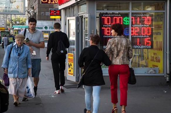 Паника при обвале рубля неуместна, надо держать средства в разных корзинах – точка зрения