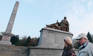 Польша запретит россиянам защищать советские памятники