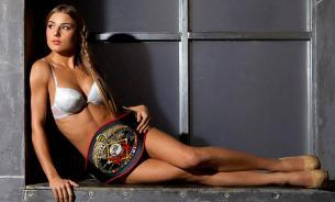Белорусскую спортсменку-красавицу нокаутировали в Токио