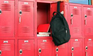 Депутат от ЛДПР предложил установить в школах индивидуальные шкафчики