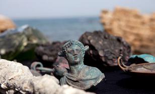 Дайверы нашли затонувший корабль с кладом монет и римскими статуями