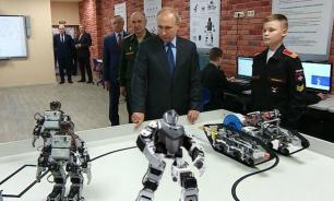 В Суворовском училище объяснили, зачем показывали Путину корейских роботов