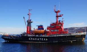 """Рыболовный траулер М-0192 """"Тор"""" застрял в Баренцевом море"""