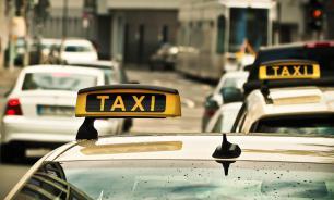 Британец стал миллионером, но не бросил работать таксистом