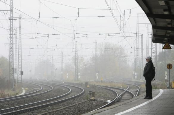 На Сахалине разгружают поезд со снарядами, сошедший с рельсов