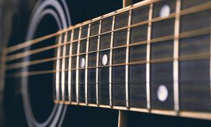 Уральские уголовники забили музыканта гитарой за отказ петь шансон