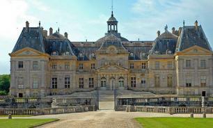 Дворец-усадьбу XVII века во Франции ограбили на 2 млн евро