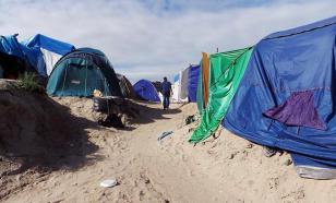 """В """"джунглях"""" лагеря для беженцев в Кале неизвестные надругались над переводчицей"""