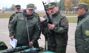 """Лукашенко: """"пока"""" не будем размещать ракеты средней и меньшей дальности"""