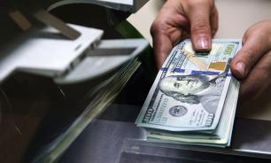 Российские банки захотели брать деньги за хранение валюты на счетах