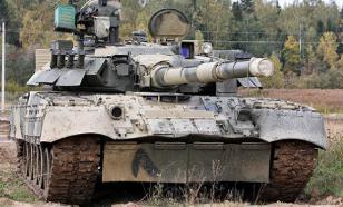 Российские танкисты приготовили яичницу и кофе на двигателе Т-80