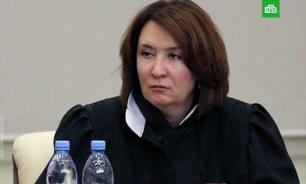Адвокат Салмин представил доказательства по поддельному диплому судьи Хахалевой