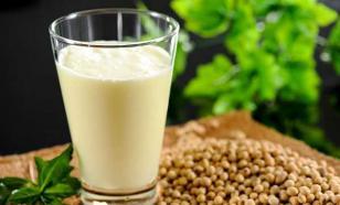 Новые рекомендации по детским напиткам: избегать растительного молока