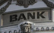 Надвигается дефолт? Центробанки всего мира выводят золото из США