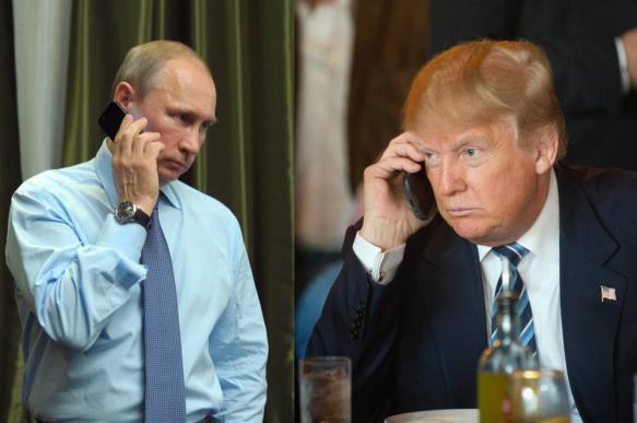 """WP: во время первой беседы по телефону Трамп """"заискивал"""" перед Путиным"""