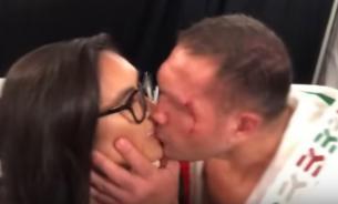 Журналистка подаст в суд на боксера Пулева за поцелуй во время интервью