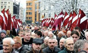 Русские в Латвии просят помощи в борьбе за школы