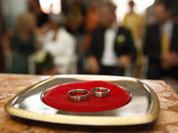 Как на свадьбе поменялись невестами