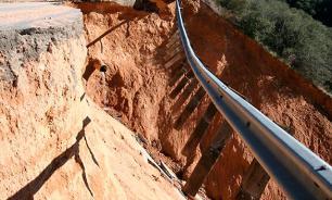 В Узбекистане оползень убил пять человек на перевале Камчик