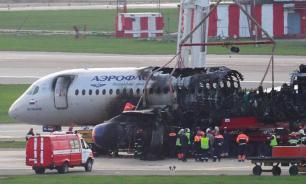 Пилоты SSJ100 не выпустили закрылки и зашли на посадку с перегрузом