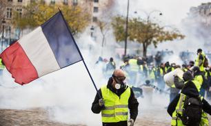 """Французские школьники придумали игру """"желтые жилеты против полиции"""""""