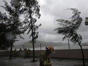 "Гонконг оказался во власти тайфуна ""Несат"""