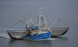 ФСБ запретило ловить рыбу с иностранных лодок и кораблей