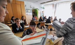 Российские учительницы оголились в поддержку уволенной коллеги