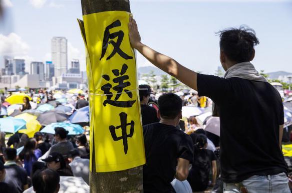 Власти Гонконга могут подавить протесты по московскому сценарию