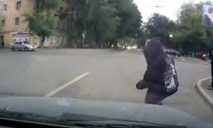 Пешеход бросился под машину: кто возместит ущерб?