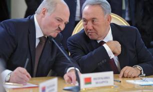 Лукашенко выразил сожаление по поводу отставки Назарбаева