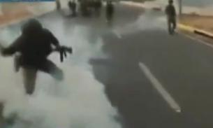 У авиабазы в Каракасе начались столкновения сторонников Гуайдо с военными
