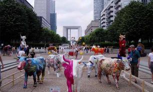 Париж: рогатые модницы страдают от рук вандалов