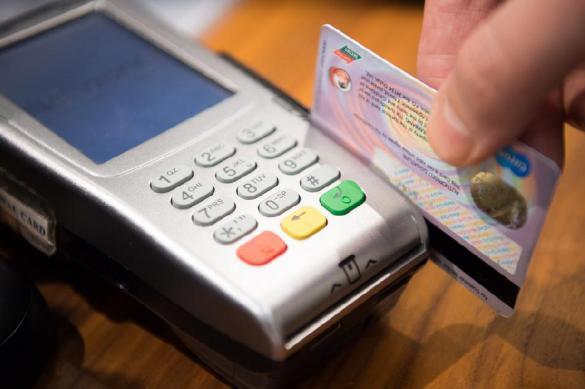 Все магазины России обяжут принимать оплату по картам