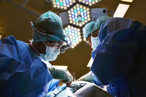 СМИ: британские медики впервые провели операцию над плодом в утробе матери