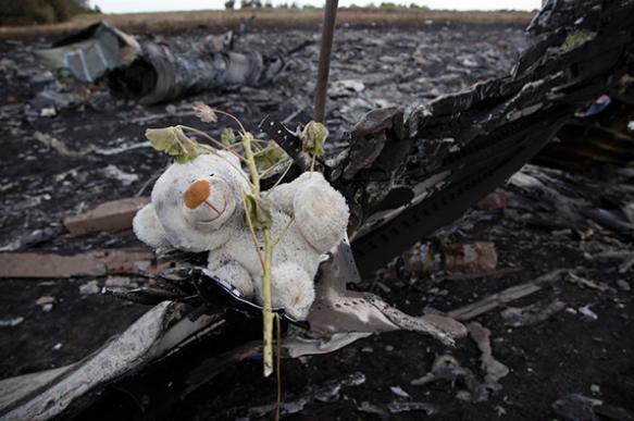 Донбаcсовцы самостоятельно возвели памятник пассажирам рухнувшего MH17