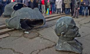 С президентским сроком Порошенко завершилась и декоммунизация