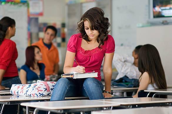 В самарской школе девочкам пытались запретить носить брюки