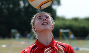 Женщинам не стоит играть в футбол - для них он более опасен, чем для мужчин