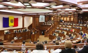 """Парламент Молдавии признал страну """"захваченным государством"""""""