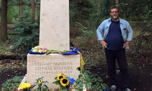Бывший госчиновник Кох поклонился могиле Степана Бандеры